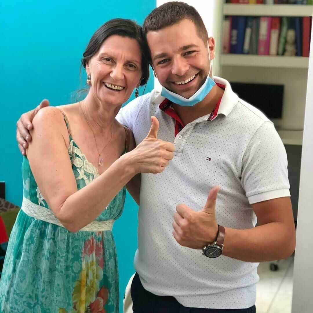 zadovoljni pacijent nakon ugradnje all on 4 implantata