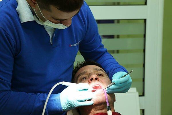 pacijent u zubarskoj stolici