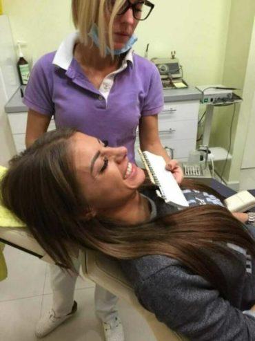 biranje nijanse zuba pre izbeljivanja Dental Oral Centar Beograd