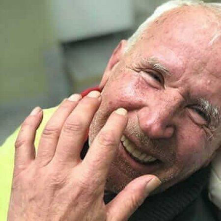 pacijent sa ugrađenim all on 4 implantima uspešne priče